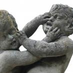 A statue of two cherubs fighting